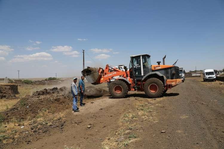 Kırsal Mahallelerde Gübre Temizliği Yapılıyor