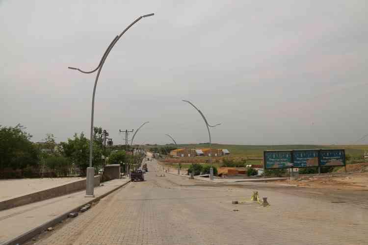 Çınar'da Aydınlatma Direkleri Yenilendi