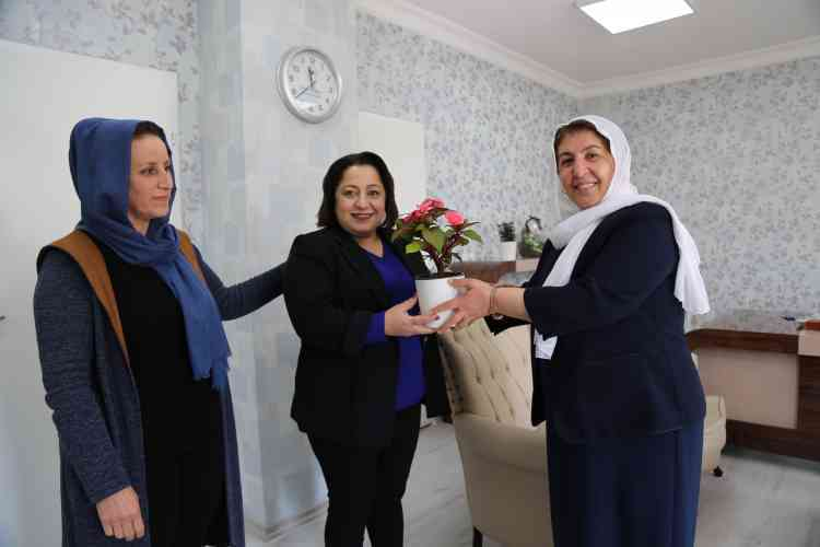 Kadın Personellere Çiçek Hediye Edildi